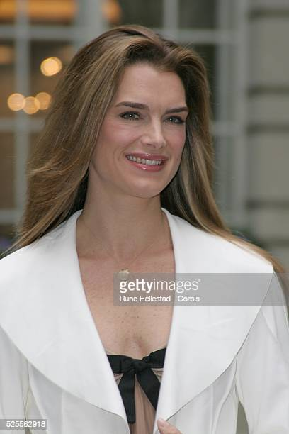 Brooke Shields attends a photocall for her appearance in the musical Chicago outside The Renaissance Hotel in London