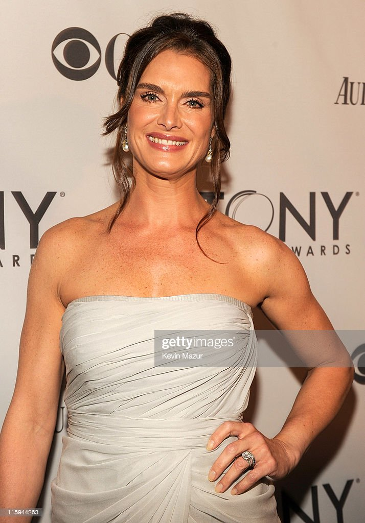 Brooke Shields attends the 65th Annual Tony Awards at the Beacon Theatre on June 12, 2011 in New York City.