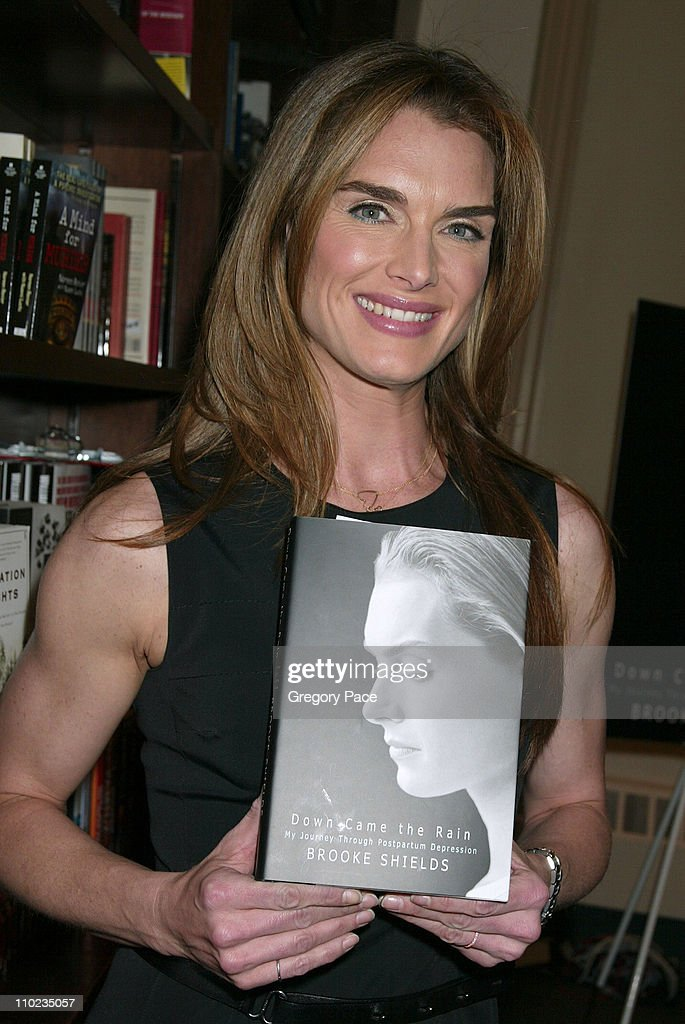 "Brooke Shields Signs Her Book ""Down Came the Rain: My Journey Through"