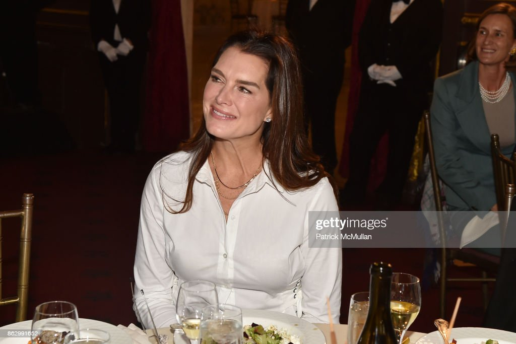 Brooke Shields joins Teaching Matters in promoting the need for strong early literacy programs in urban schools : News Photo