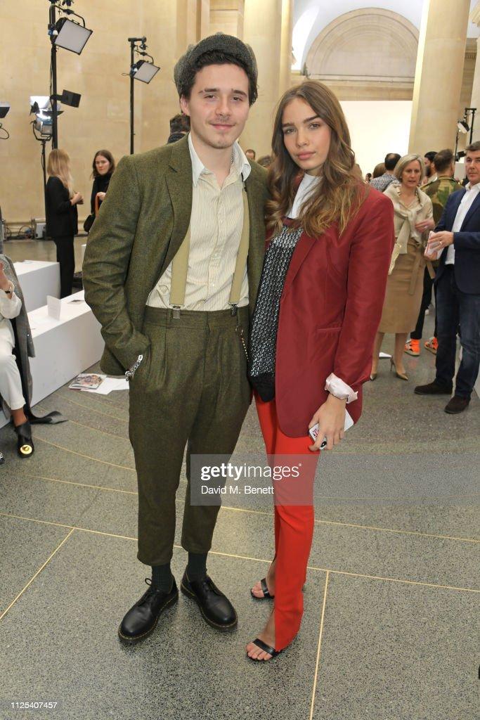 Victoria Beckham - Front Row - LFW February 2019 : News Photo