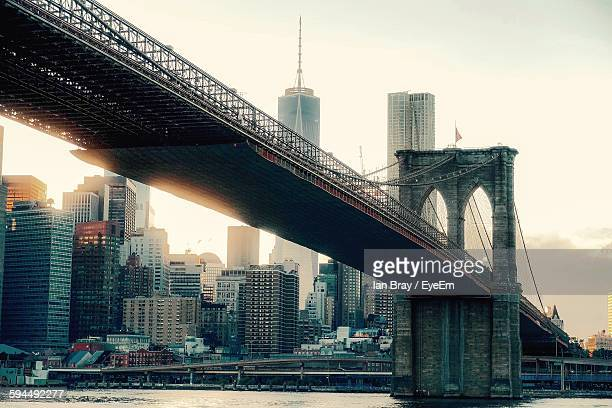 brooklyn bridge against skyscrapers - brooklyn bridge stock pictures, royalty-free photos & images