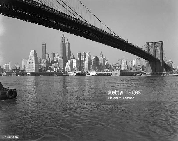 brooklyn bridge and lower manhattan skyline - {{relatedsearchurl(carousel.phrase)}} imagens e fotografias de stock