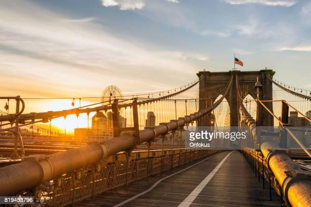 Brooklyn Bridge und Manhattan Bridge bei Sonnenaufgang, New York City