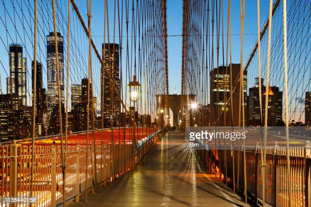 brooklyn bridge and manhattan cityscape, new york city - brooklyn new york stock pictures, royalty-free photos & images