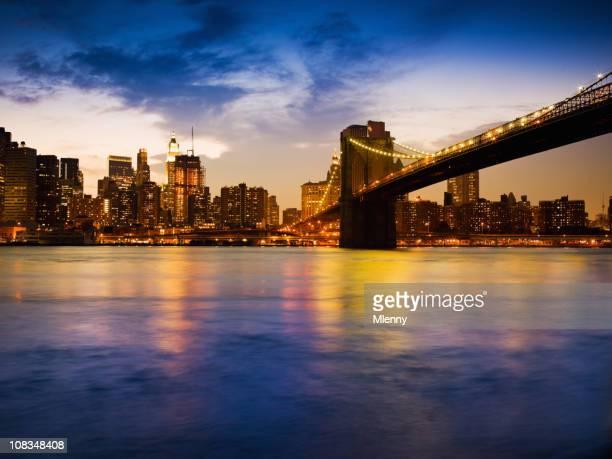 brooklyn bridge und manhattan skyline, new york city night scene - mlenny stock-fotos und bilder