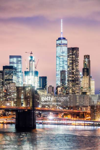 brooklyn bridge and  skyline  at dusk, new york, usa - brooklyn new york stock pictures, royalty-free photos & images