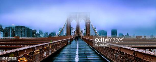 brooklyn bridge at dusk under a cloud of fog - brooklyn bridge stock pictures, royalty-free photos & images