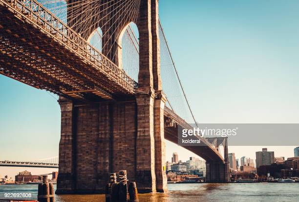 brooklyn bridge at midday against blue sky - brooklyn bridge stock pictures, royalty-free photos & images