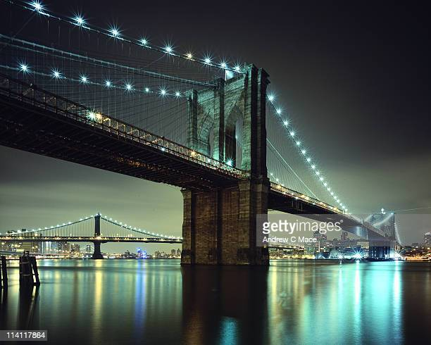 brooklyn bridge at night, new york city - brooklyn bridge stock pictures, royalty-free photos & images