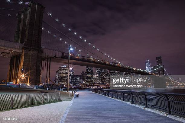 brooklyn bridge at night, new york, usa - christine wehrmeier stock pictures, royalty-free photos & images