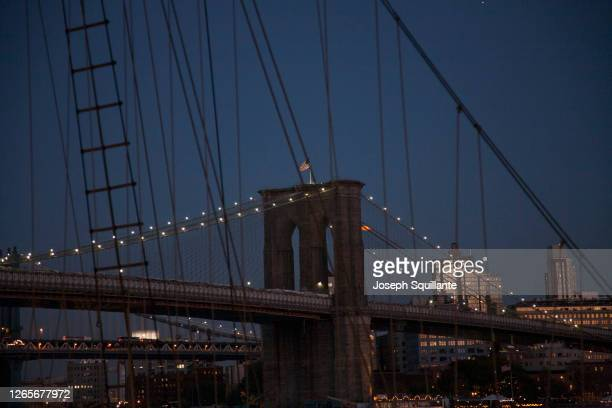 brooklyn bridge at night - joseph squillante stock pictures, royalty-free photos & images