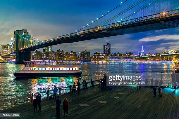 brooklyn bridge at night - idiots stock pictures, royalty-free photos & images
