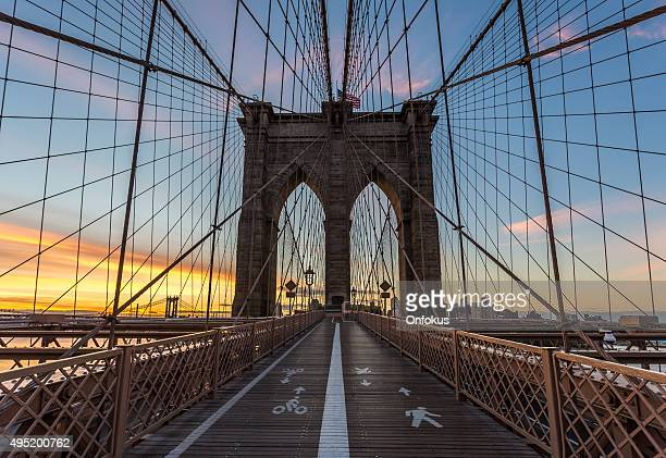 Pont de Brooklyn, au lever du soleil, New York City, États-Unis