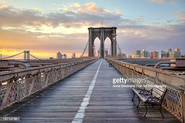 brooklyn bridge at sunrise - brooklyn bridge stock pictures, royalty-free photos & images