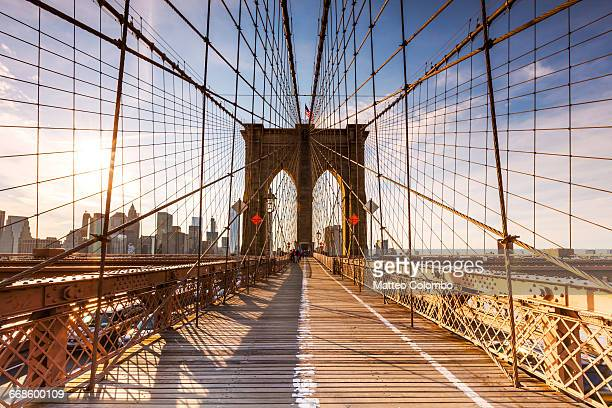 brooklyn bridge at sunset, new york, usa - brooklyn bridge stock pictures, royalty-free photos & images