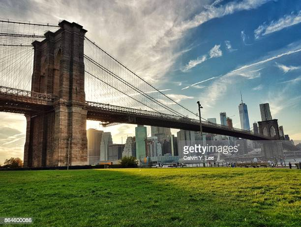 brooklyn bridge at sunset - brooklyn bridge stock pictures, royalty-free photos & images