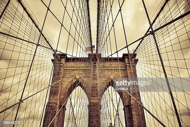 brooklyn bridge close up with sepia filter, new york, usa - sepiakleurig stockfoto's en -beelden