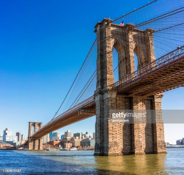 brooklyn bridge full span over the east river - brooklyn bridge stock pictures, royalty-free photos & images