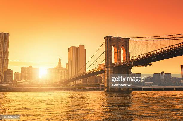 brooklyn bridge in manhattan - brooklyn bridge stock pictures, royalty-free photos & images