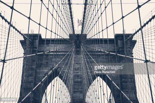 brooklyn bridge in new york city - brooklyn bridge stock pictures, royalty-free photos & images