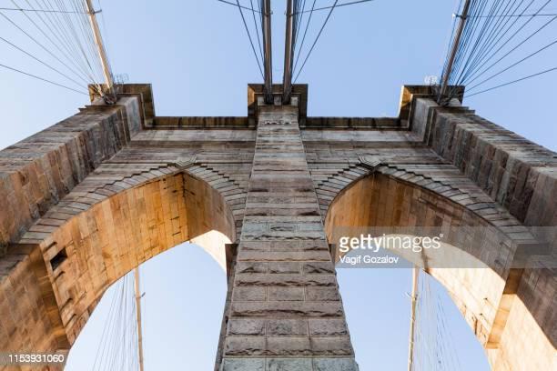 brooklyn bridge, new york city - puente de brooklyn fotografías e imágenes de stock