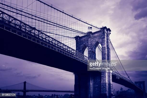 ponte de brooklyn, nova iorque, vista do lado de manhattan. lado esquerdo é uma ponte de manhattan - característica arquitetônica - fotografias e filmes do acervo