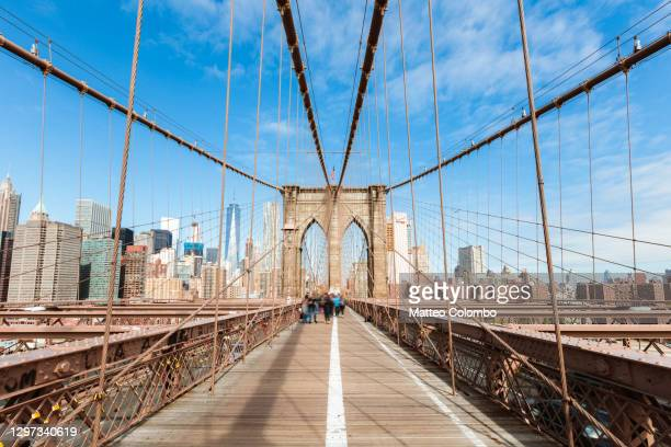 brooklyn bridge on a sunny day, new york city, usa - brooklyn new york stock pictures, royalty-free photos & images