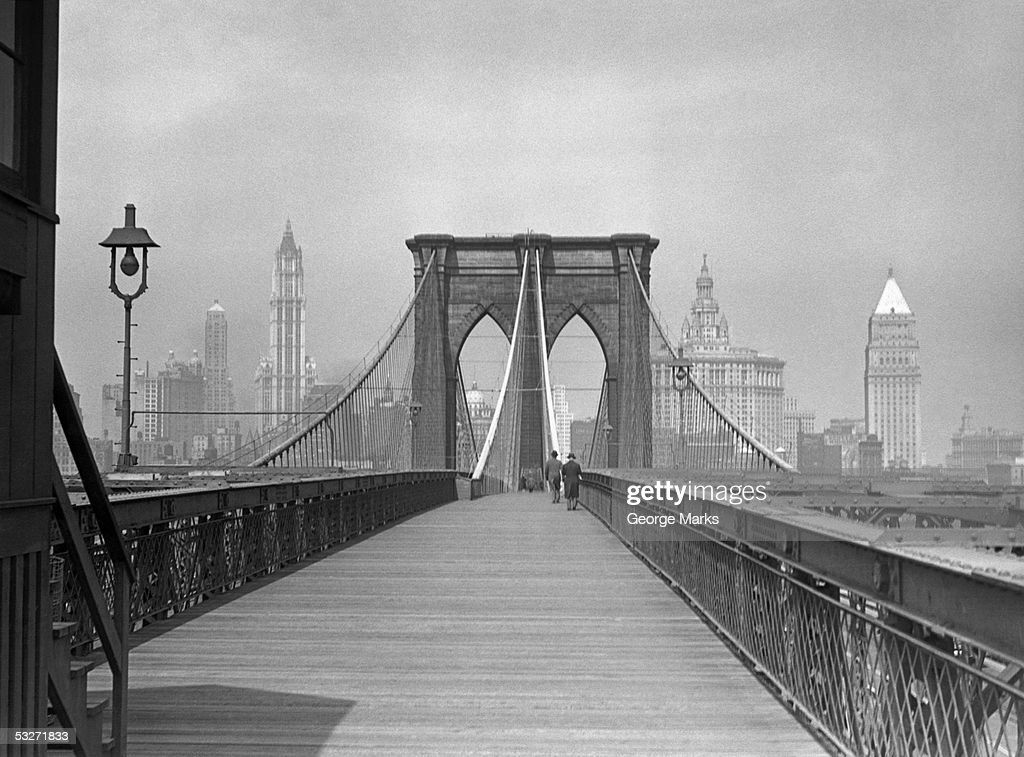 Brooklyn Bridge pedestrian walkway, NYC : Foto de stock