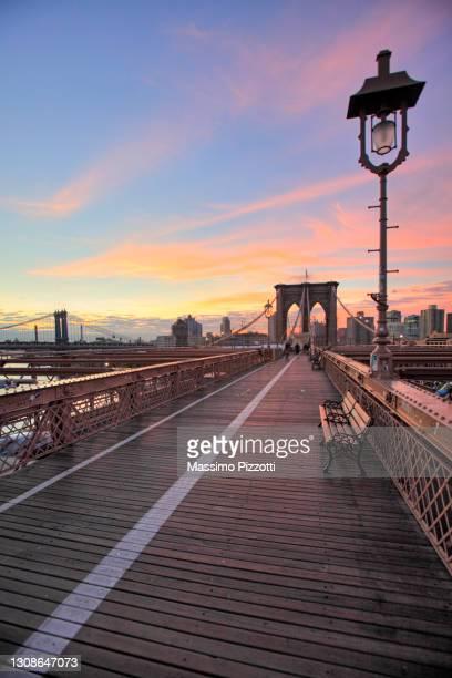 brooklyn bridge - massimo pizzotti foto e immagini stock
