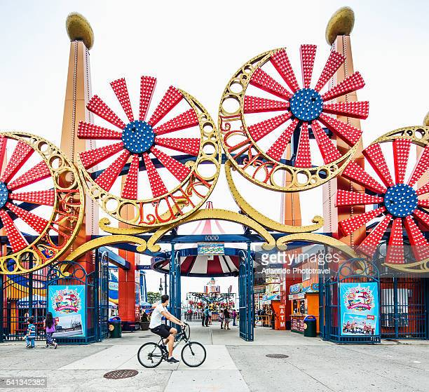 brooklyn, coney island, the entrance of luna park - coney island stock pictures, royalty-free photos & images