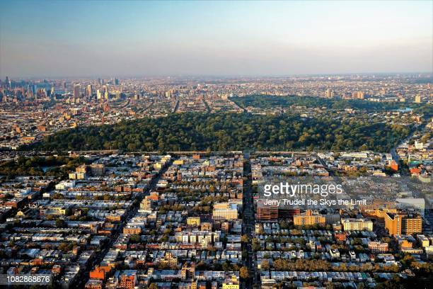 brooklyn new york with fort greene in distance - fort greene stock pictures, royalty-free photos & images
