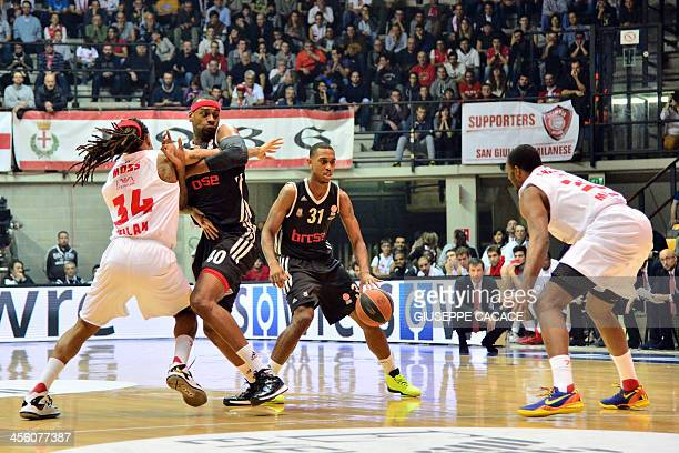 Brose Bamberg's guard Jamar Smith runs with the ball during the Euroleague basketball match Olimpia Milano vs Brose Bamberg on December 13 2013 at...