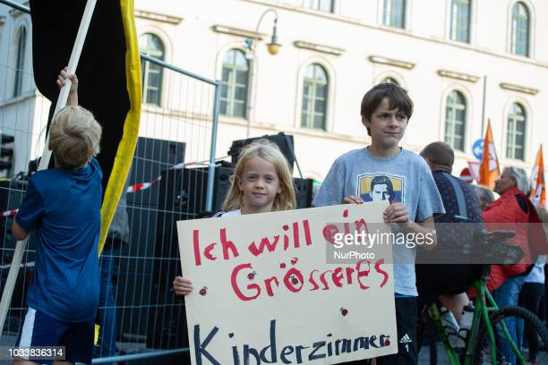 Brother and sister asking for a bigger children's room. Among the police more than 7000 people protested under the motto #Ausspekuliert against too...