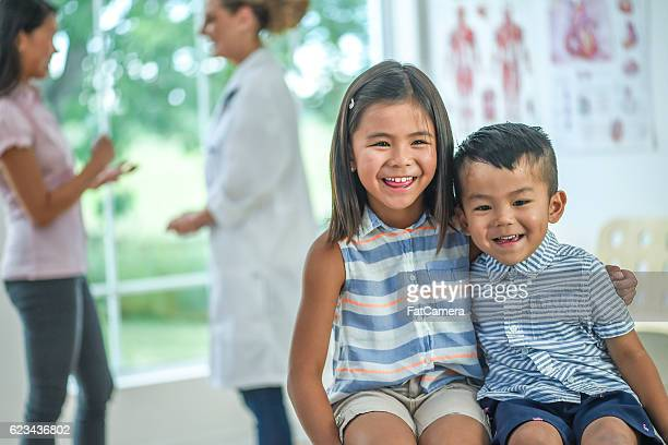 brother and sister at a check up - patients brothers stock pictures, royalty-free photos & images
