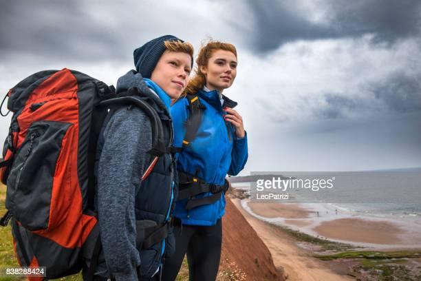 Bruder und Schwester, camping und Wandern in Cornwall