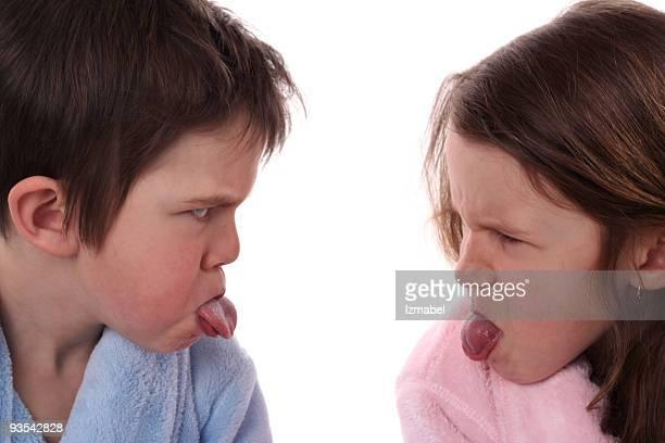 Bruder und Schwester sich an