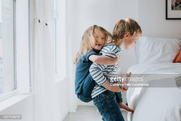 brother and sister in bedroom - fratello foto e immagini stock