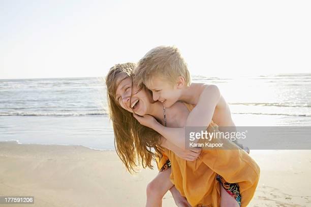 brother and sister on beach - schwester stock-fotos und bilder