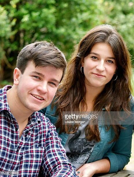 brother and sister - bruder stock-fotos und bilder