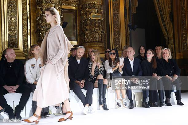 Brother of Stella, James McCartney, husband of Stella, Alasdhair Willis, Natalia Vodianova, Salma Hayek, her husband CEO of Kering Group,...