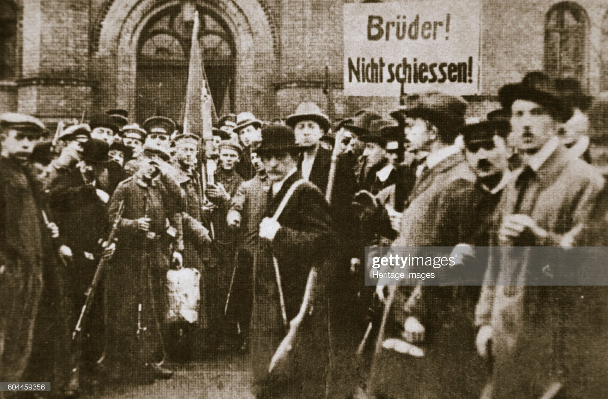 Brothers Don't Shoot!' Placard During The German Revolution Berlin circa 1918-circa 1919 : News Photo