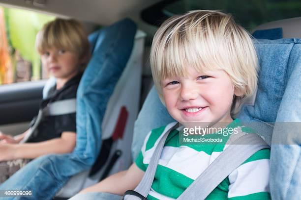 Hermanos en automóvil de licencias