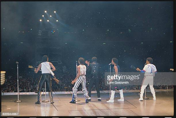 Brothers Jackie Marlon Michael Randy and Tito Jackson reunite for Victory Tour '84