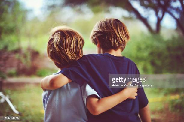 brothers - brother stock pictures, royalty-free photos & images