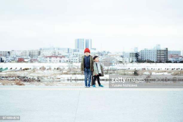 brothers standing side by side - yusuke nishizawa ストックフォトと画像
