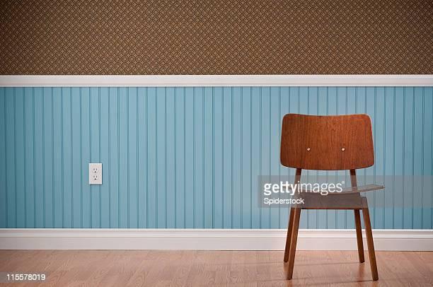 Brown Stuhl In leeren Raum