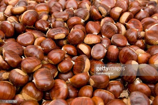 brown les marrons - châtaigne photos et images de collection