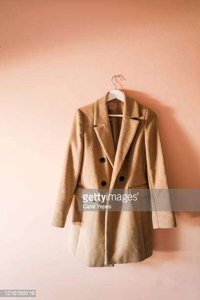 brown coat in a  hanger at home - jaqueta - fotografias e filmes do acervo