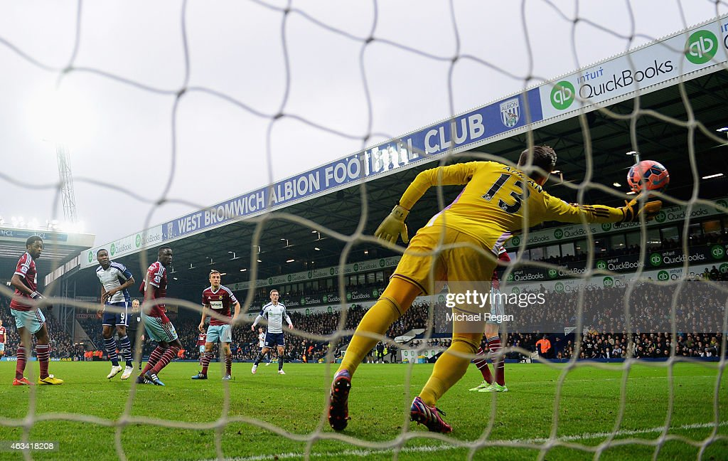 Brown Ideye of West Bromwich Albion (2L) scores their third goal with a header past goalkeeper Adrian of West Ham United during the FA Cup Fifth Round match between West Bromwich Albion and West Ham United at The Hawthorns on February 14, 2015 in West Bromwich, England.
